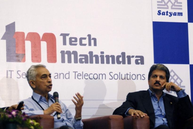 Vineet Nayyar (L), chief executive and managing director of Tech Mahindra, speaks next to Anand Mahindra, chairman of Tech Mahindra, during a news conference in the southern Indian city of Hyderabad April 20, 2009.