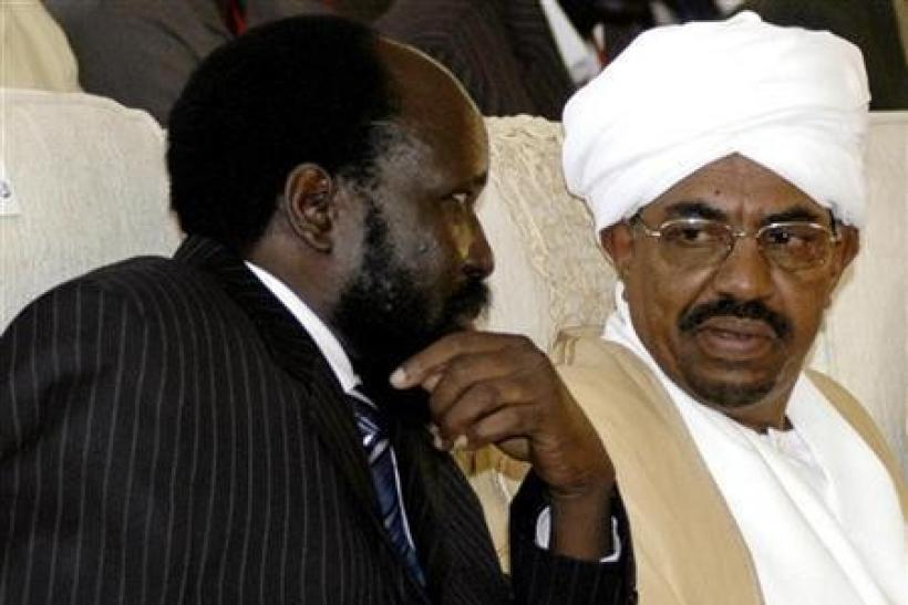 Sudan's Vice-President and leader of SPLM Kiir chats with Sudanese President al-Bashir after swearing-in ceremony in Khartoum. Sudan's Vice-President and leader of SPLM Salva Kiir (L) chats with Sudanese President Omar al-Bashir
