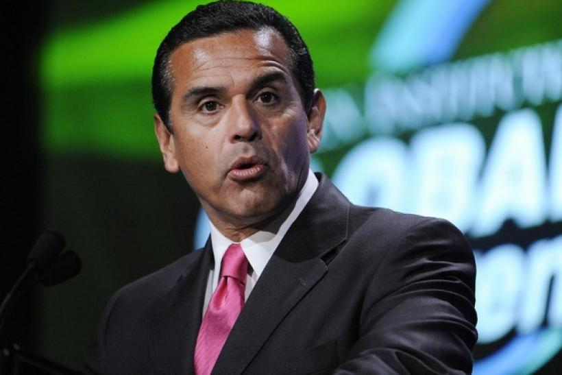 Antonio Villaraigosa, Mayor of Los Angeles, speaks at a conference in Beverly Hills, California April 27, 2009.