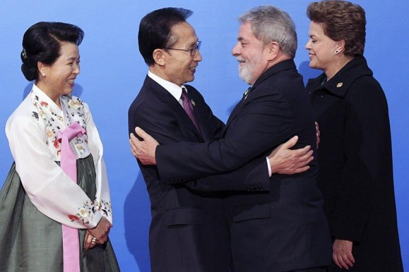 South Korea's President Lee Myung-bak (2nd L) and his wife Kim Yoon-ok (L) greet Brazil's President Luis Inacio Lula da Silva and President-elect Dilma Rouseff (R) as they arrive at the National Museum of Korea for dinner in Seoul November 11, 2010, on th