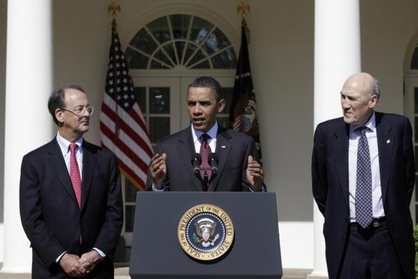 U.S. President Barack Obama, flanked between former White House Chief of Staff Erskine Bowles (L) and former Republican Senate Whip Alan Simpson (R).