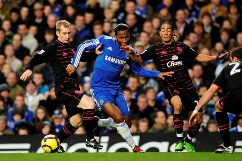 Chelsea's Didier Drogba(C) is surrounded by Everton defenders during their English Premier League soccer match at Stamford Bridge in London December 12, 2009.
