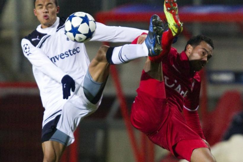 FC Twente's Landzaat fights for the ball with Tottenham Hotspur's Jenas during their Champions League Group A soccer match in Enschede.