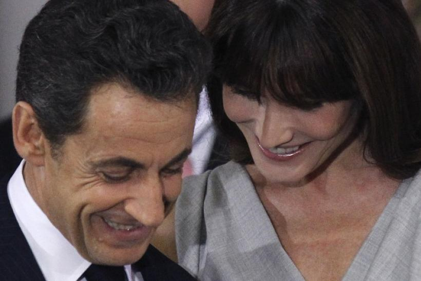 France's President Nicolas Sarkozy (L) with his wife Carla Bruni-Sarkozy on a four-day official day to India.