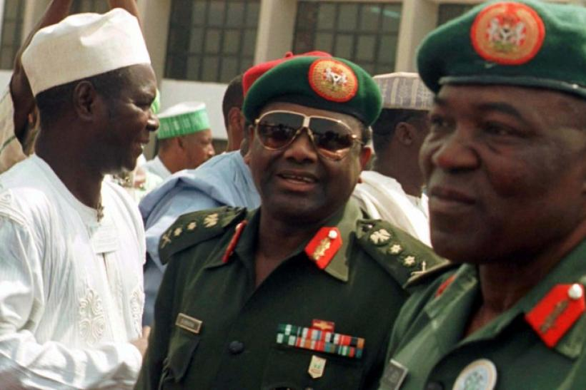 Nigerian military ruler General Sani Abacha (C)