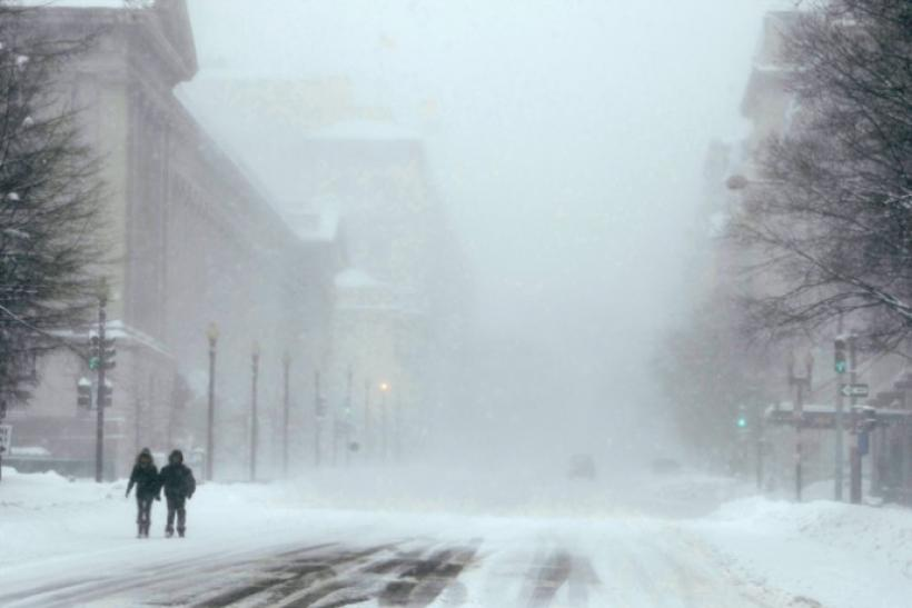 Chicago bracing for major snowstorm of up to 18 inches.