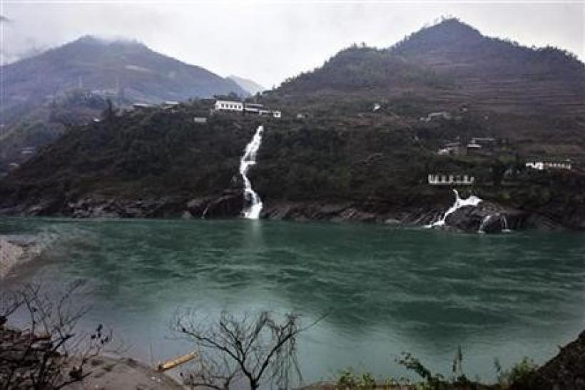 China to develop controversial Nu River hydro projects