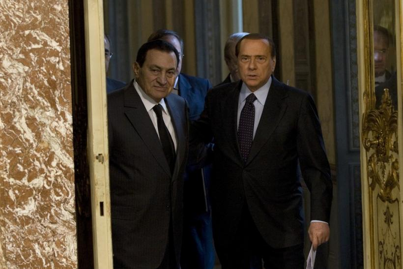 Italian Prime Minister Silvio Berlusconi (R)and Egyptian President Hosni Mubarak arrive during a meeting at Chigi Palace in Rome September 23, 2010