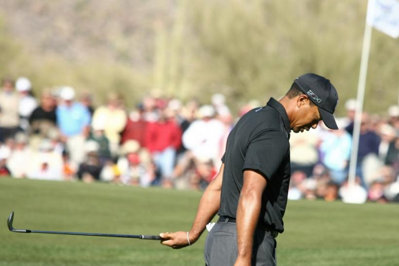 Tiger Woods spits in disgust