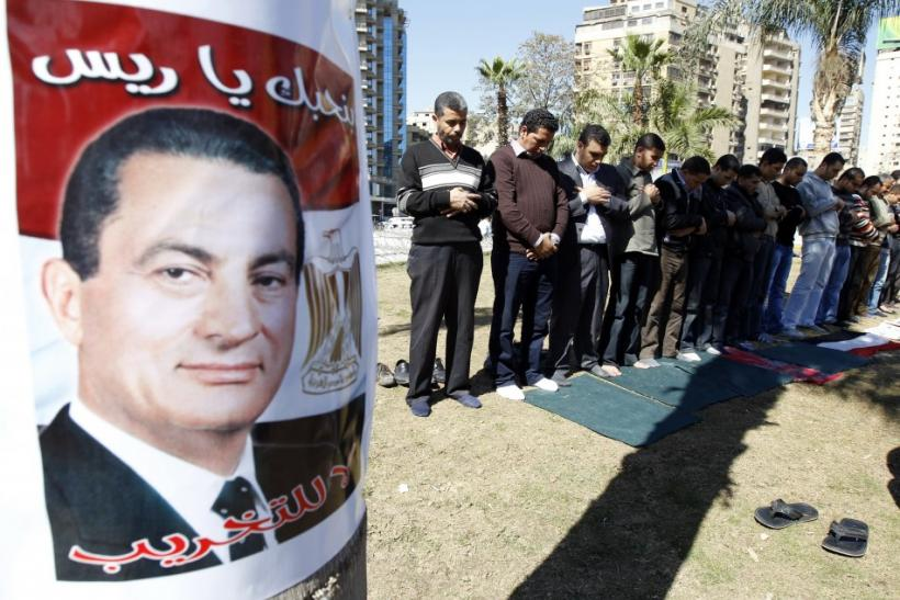 Supporters of former Egyptian President Hosni Mubarak pray outside Moustafa Mahmoud Mosque in Mohandessin neighborhood in Cairo