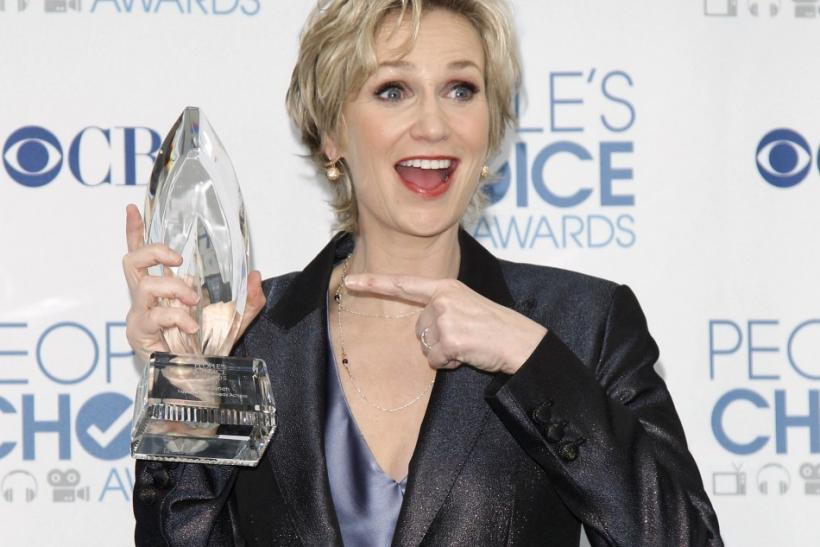 Actress Jane Lynch poses with her award for favorite comedy series actress for her role in 'Glee,' in the photo room at the 2011 People's Choice Awards in Los Angeles January 5, 2011