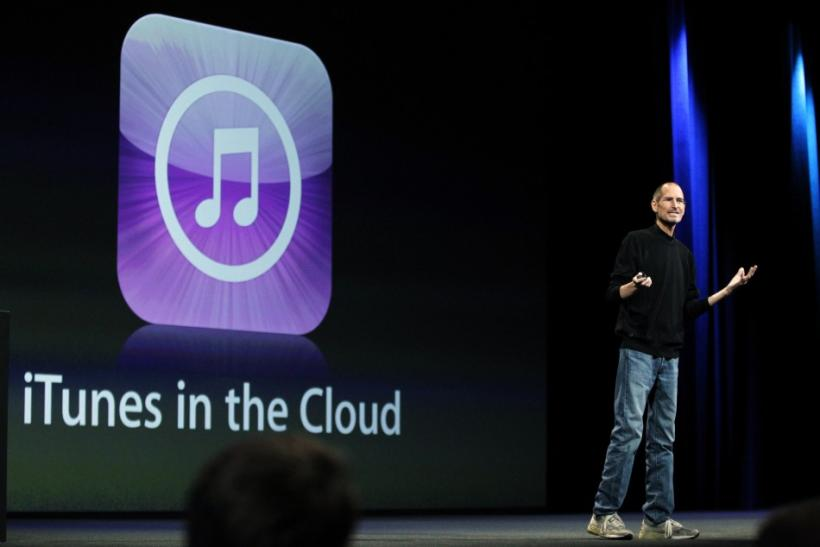 Jobs and Apple unveiling free iCloud service at WWDC