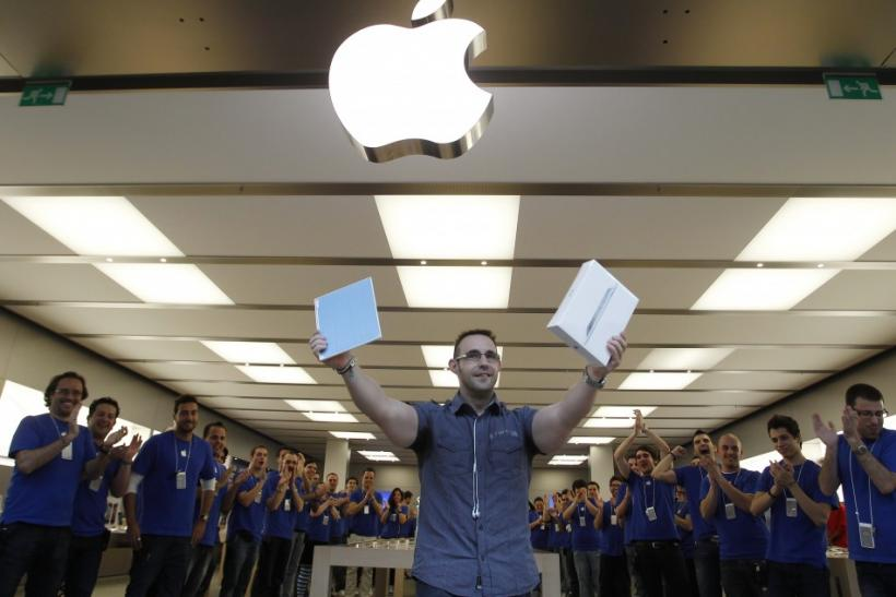 Apple cements iPad 2 as tablet king, challengers return to drawing board