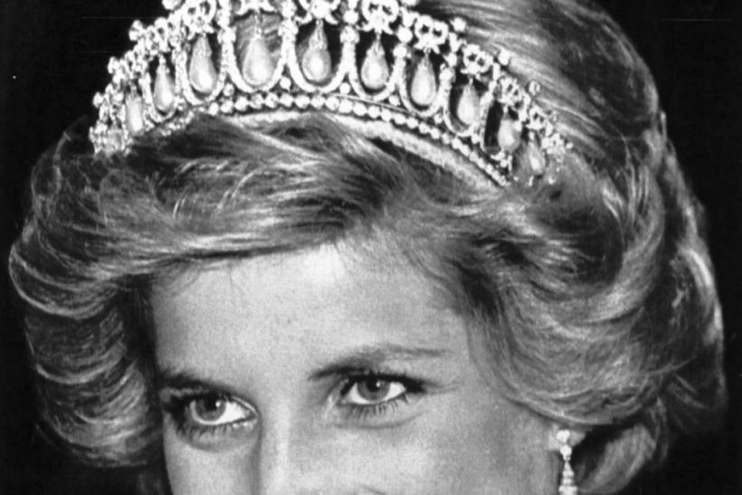 Princess Diana smiles wearing a Cambridge tiara during a dinner and a reception at the British Embassy in Washington, DC