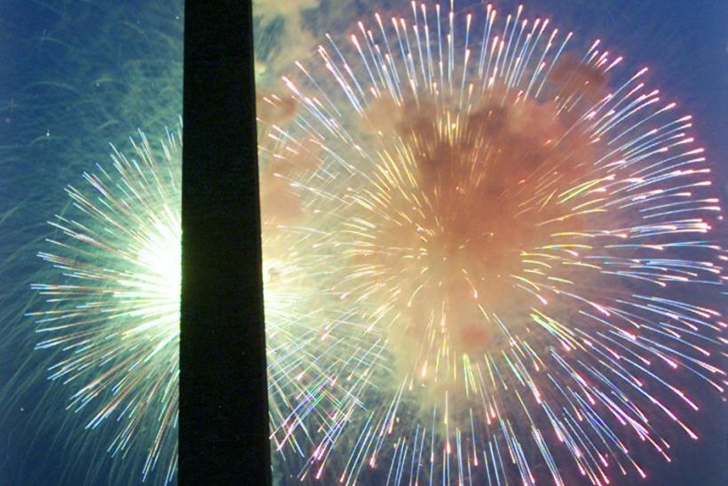 FIREWORKS EXPLODE ON THE MALL IN WASHINGTON