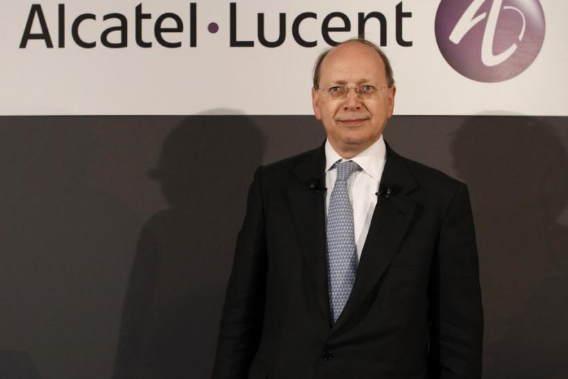 Alcatel-Lucent Chief Executive Ben Verwaayen poses for photographers before the company's 2009 annual results presentation in Paris February 11, 2010.