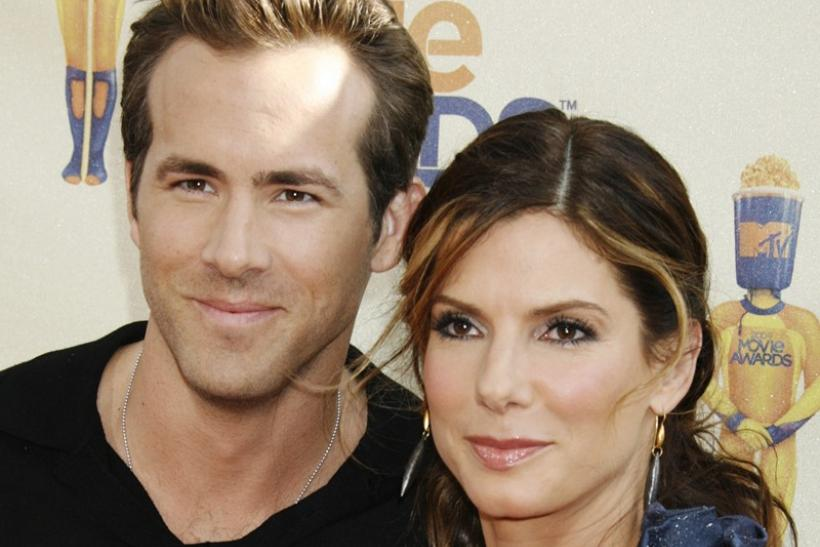 Actors Ryan Reynolds and Sandra Bullock pose at the 2009 MTV Movie Awards in Los Angeles
