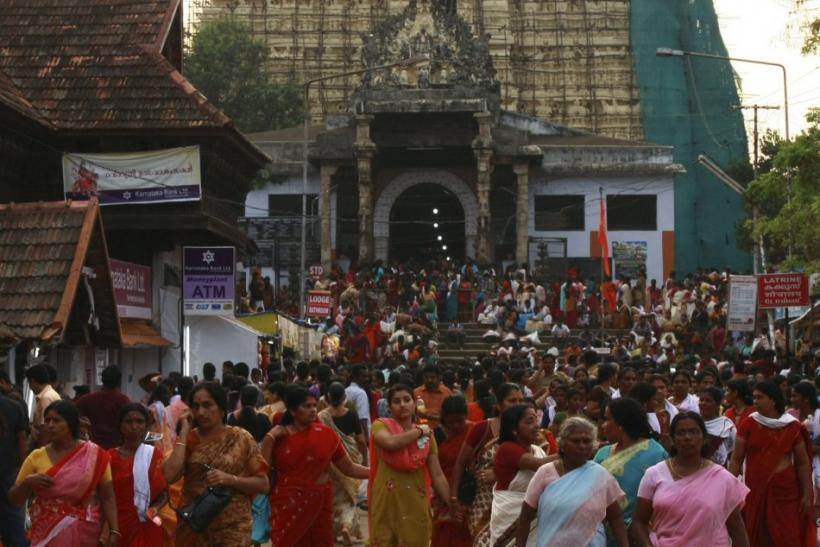 Devotees leave Sree Padmanabhaswamy temple after offering prayers on the eve of Pongala festival in Thiruvananthapuram, capital of the southern Indian state of Kerala February 18, 2011.