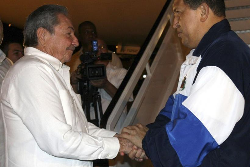 Venezuela's President Hugo Chavez (R) says goodbye to his Cuban counterpart Raul Castro