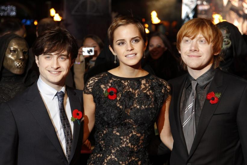 Britain's Emma Watson poses with Daniel Radcliffe (L) and Rupert Grint
