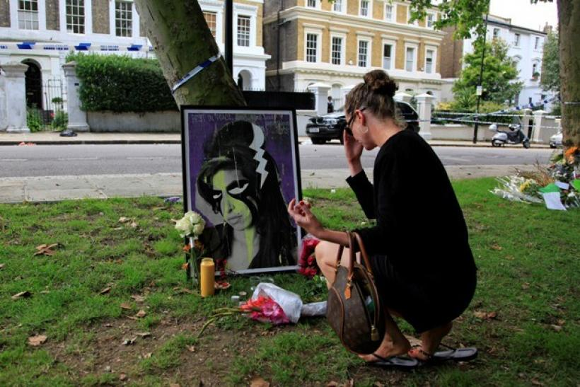 Amy Winehouse Remembered: Obituary Photos, Performance Videos