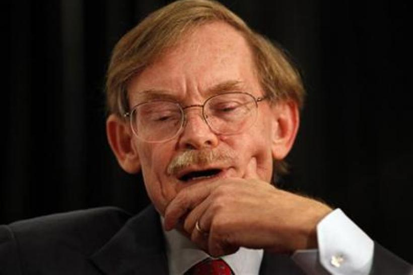 World Bank Chief Robert Zoellick pauses while speaking at the Asia Society's annual dinner in Sydney