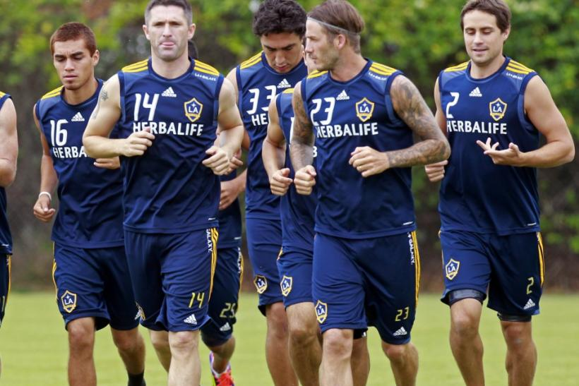 Ireland's Robbie Keane (2nd L) runs with David Beckham (2nd R) and other players as he trains with Los Angeles Galaxy for the first time after signing with the MLS soccer team in Carson, California