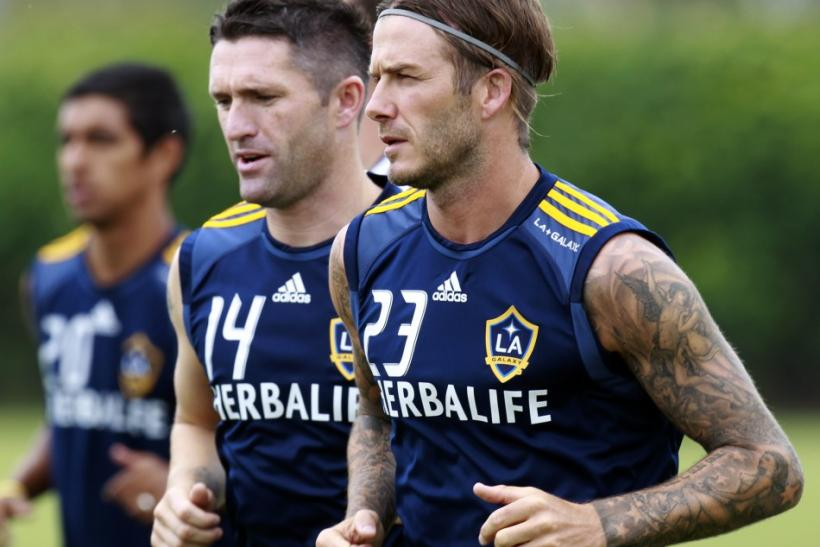Ireland's Robbie Keane runs with David Beckham (R) as he trains with Los Angeles Galaxy for the first time after signing with the MLS soccer team in Carson, California