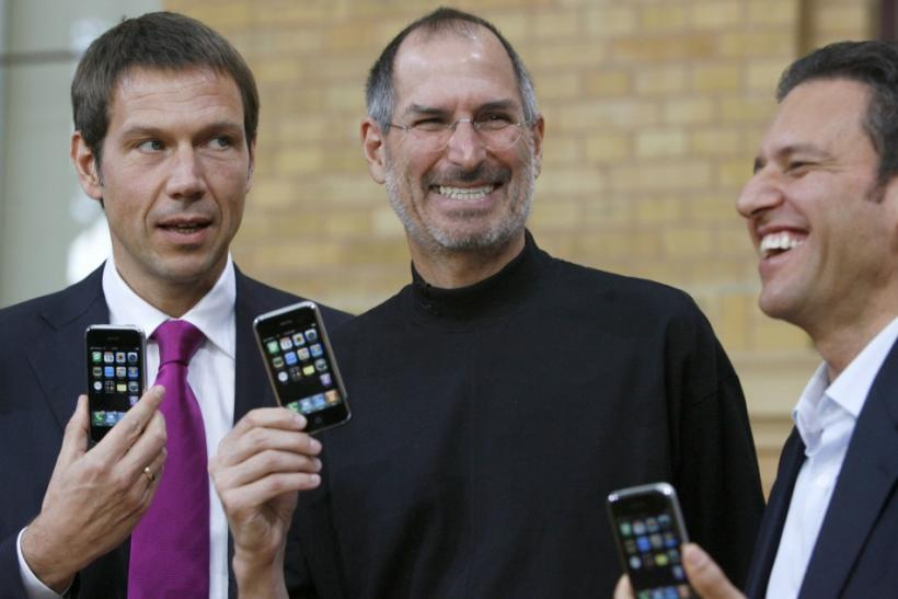 Deutsche Telekom AG Chief Executive Officer Rene Obermann, Apple Chief Executive Steve Jobs and T-Mobile Chief Executive Hamid Akhavan (L-R) pose for the media following their introduction of Apple's iPhone in Berlin