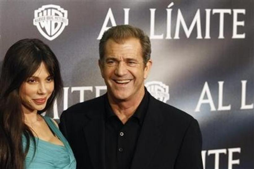 Actor Mel Gibson (R) and Oksana Grigorieva pose during the Spanish premiere of the film ''Edge of Darkness'' in Madrid