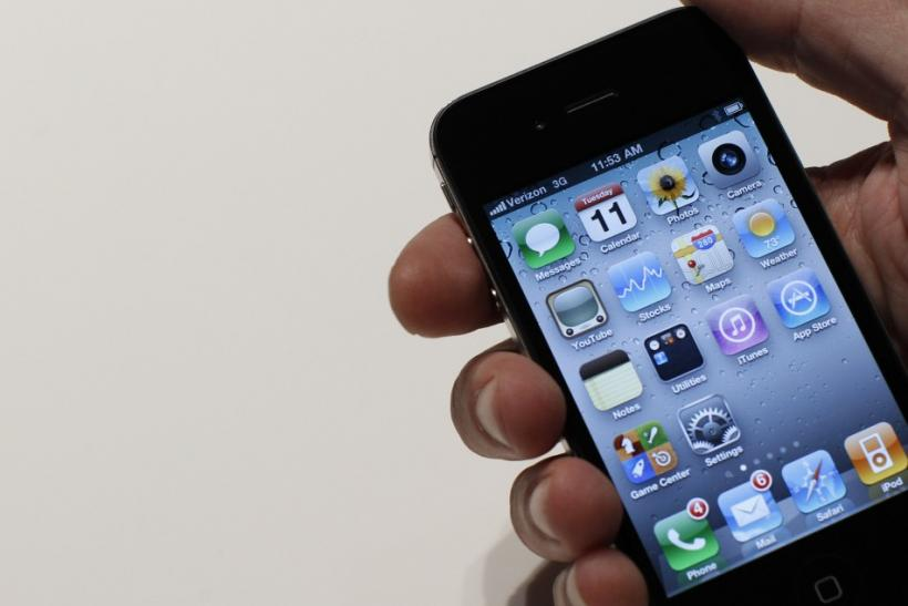 An Apple staff demonstrates the Verizon iPhone 4 at Verizon's iPhone 4 launch event in New York January 11, 2011