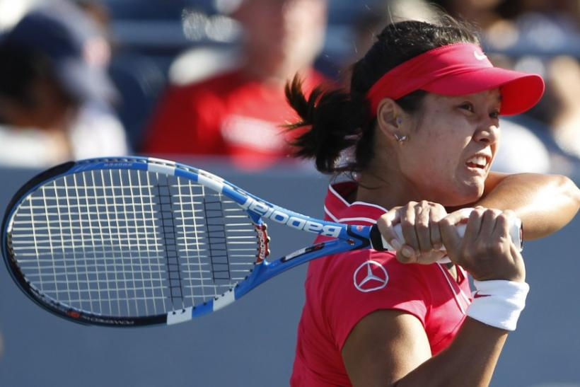 Li Na of China hits a return to Simona Halep of Romania during their match at the U.S. Open tennis tournament in New York