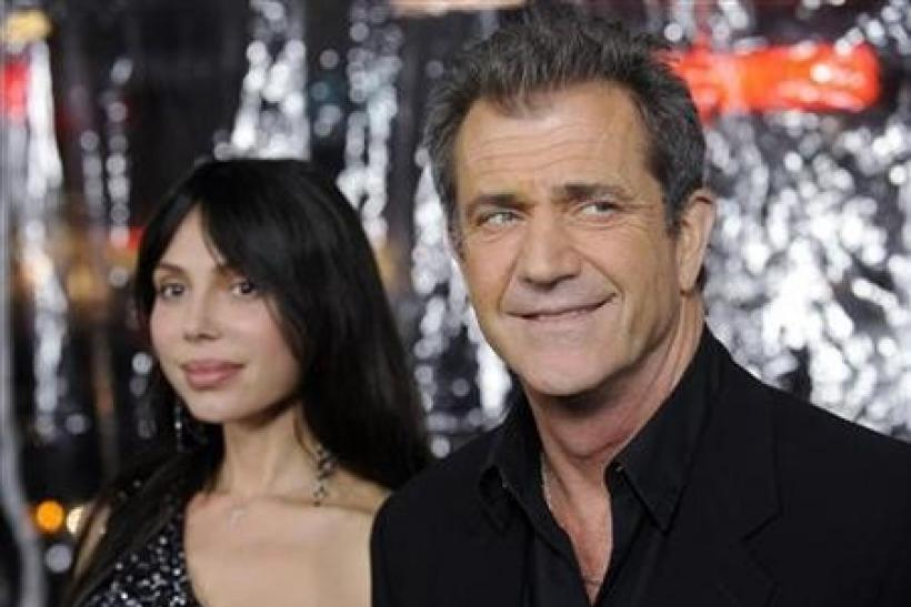 Cast member Mel Gibson (R) and Oksana Grigorieva attend the premiere of the film ''Edge of Darkness'' in Los Angeles