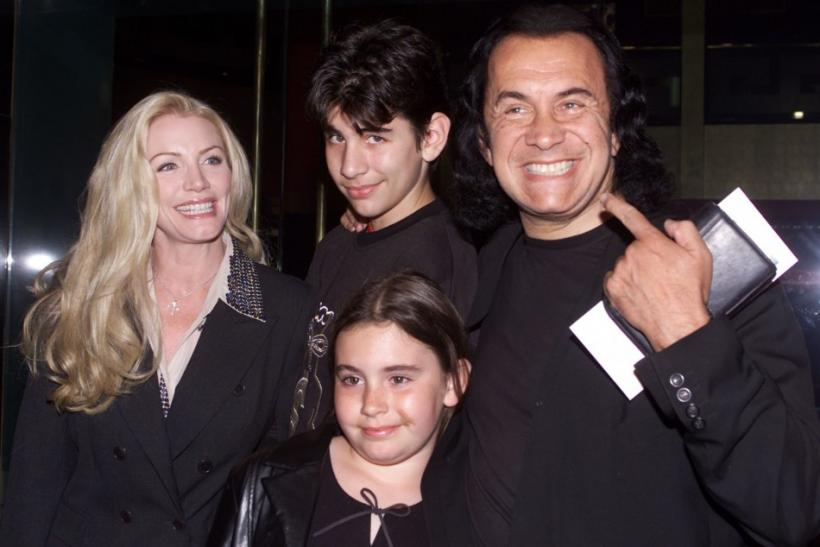 "Gene Simmons of the rock group ""KISS"" poses with his family, companion Shannon Tweed (L) and their children Nicholas and Sophie as they arrive as guests for the premiere of the new comedy film ""The New Guy"" in Hollywood, May 7, 2002."