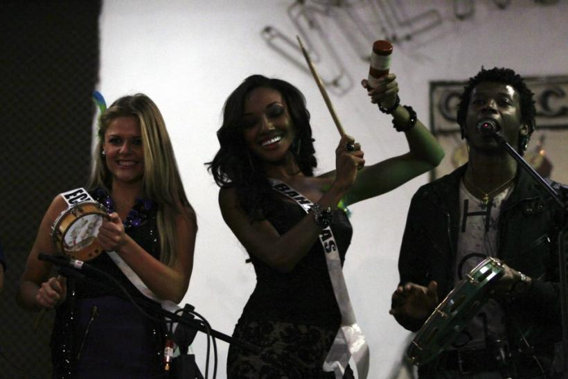 Miss Universe 2011 Contestants Does Samba in Brazil (PHOTOS).