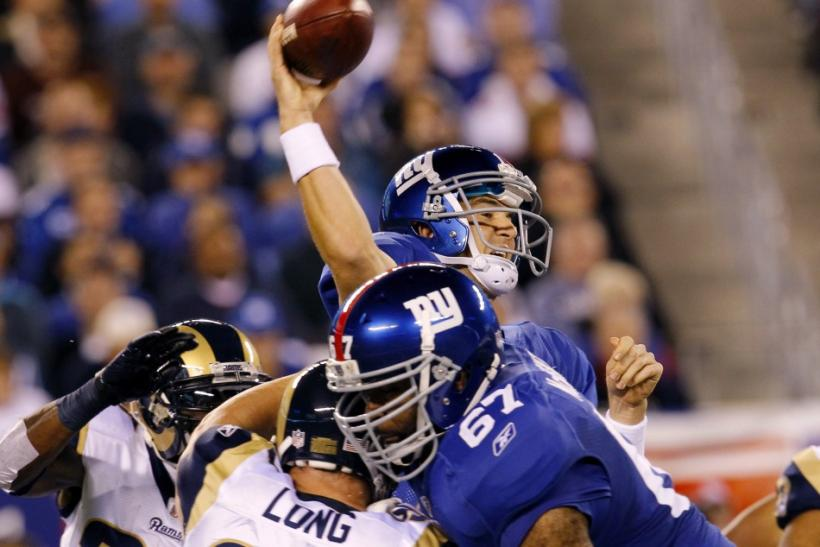 Giants' Manning throws pass