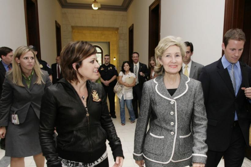Sen. Kay Bailey Hutchinson meets with Grammy award winner Kelly Clarkson on Capitol Hill