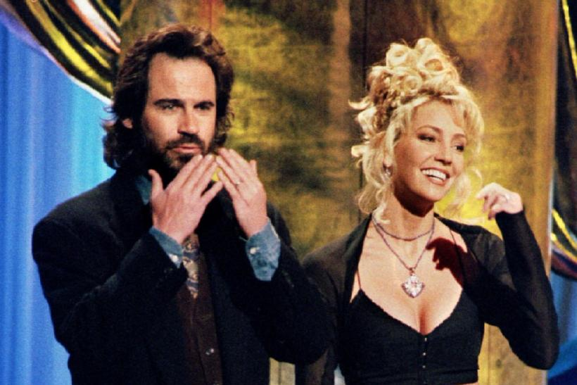 US Comedian Dennis Miller and actress Heather Locklear, co-hosts of the 1994 Billboard Music Awards in Los Angeles December 7 are shown on stage during the show