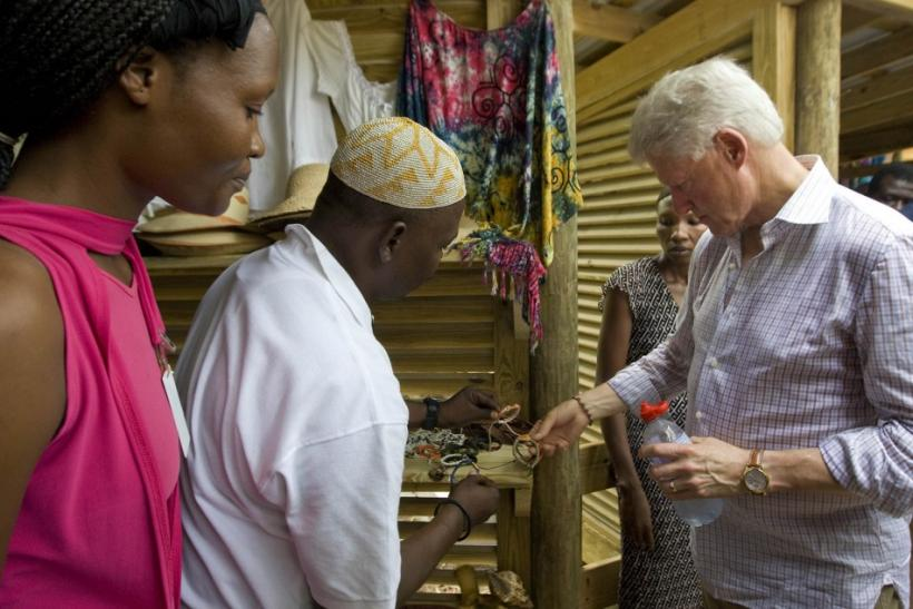 U.S. President Bill Clinton (R) shops for Haitian style bracelets while at Labadie resort near the northern city of Cap Haitian during his two day trip to promote tourism and industry in Haiti