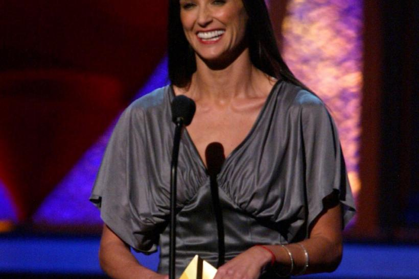 ACTRESS DEMI MOORE PRESENTS AT 2003 MTV MOVIE AWARDS.