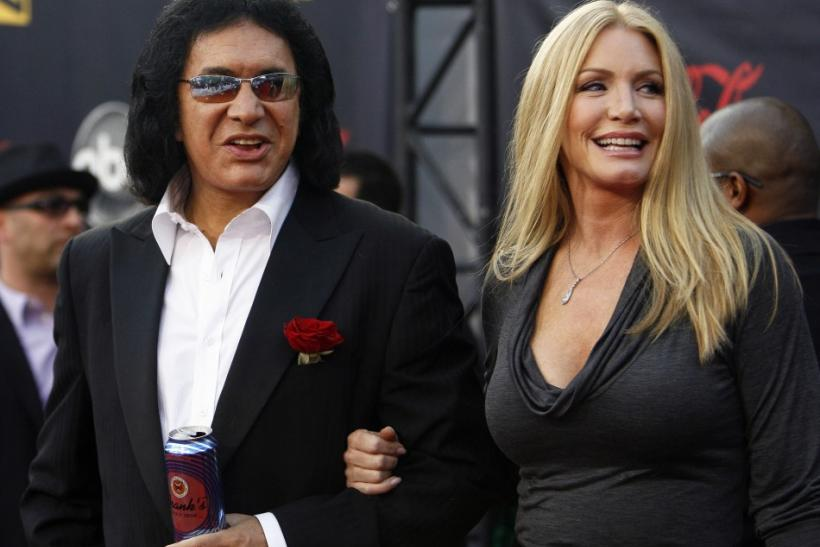 KISS bassist Gene Simmons and actress Shannon Tweed arrive at the 2007 American Music Awards in Los Angeles, California