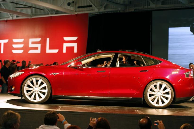 Tesla Model S: Could Electric Sedan Run Faster than a Porsche?
