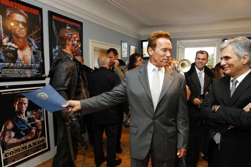 Schwarzenegger Leads a Tour of Museum