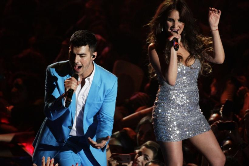 Jonas performing with Mexican singer Maria.