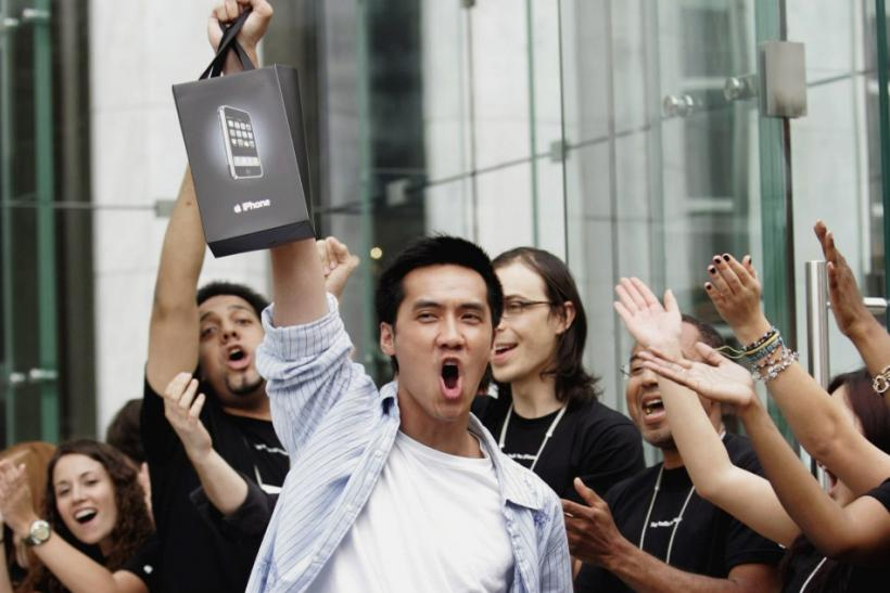 Apple employees cheer iPhone buyer