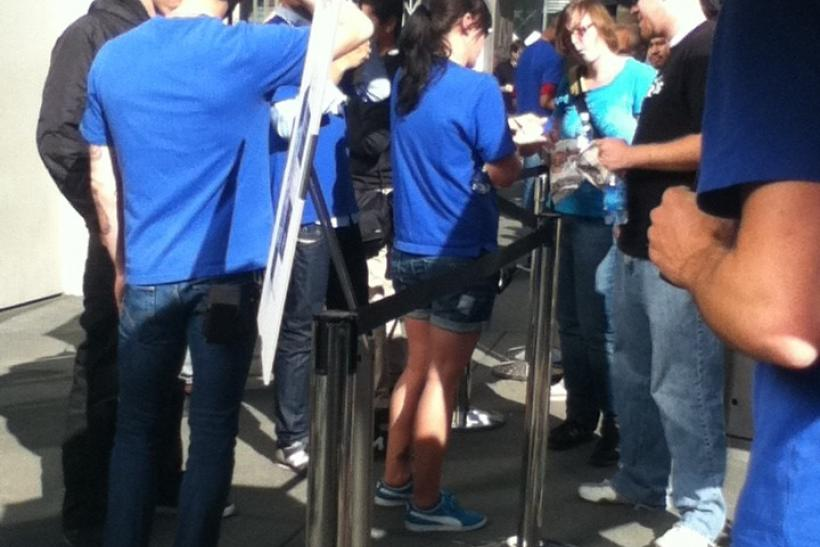 iPhone 4S customers in line