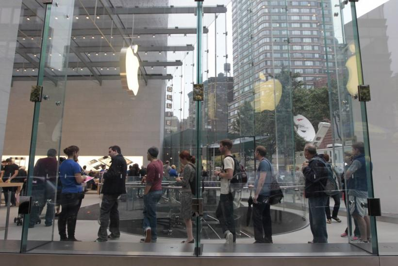 Apple iPhone 4S Lines Stretch Toward 4 Million Sales
