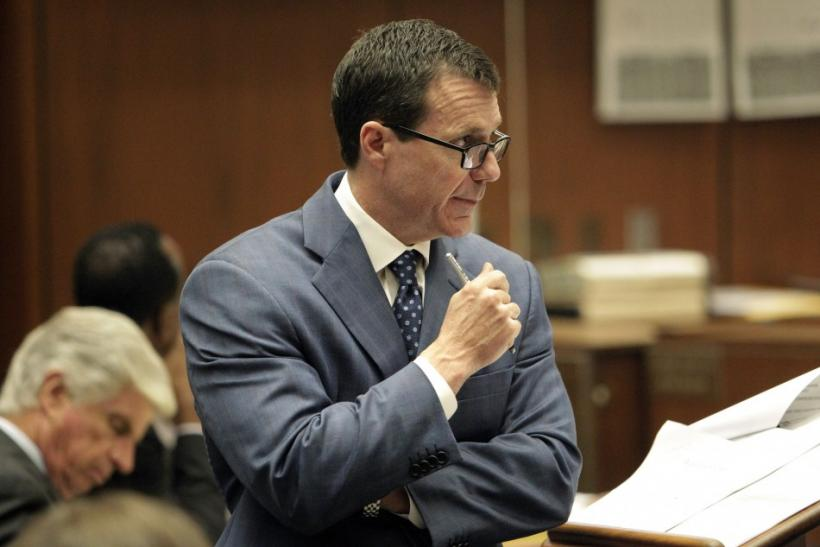 Chernoff, a defense attorney for Dr. Murray, cross-examines anesthesiology expert Dr. Shafer during Murray's involuntary manslaughter trial in Los Angeles