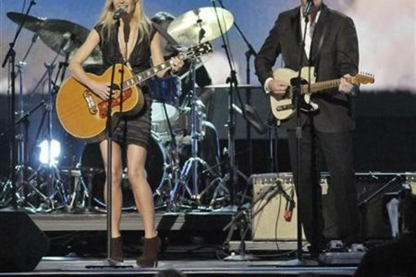 Actress Gwyneth Paltrow (L) and singer Vince Gill perform ''Country Strong'' at the 44th annual Country Music Association Awards in Nashville, Tennessee