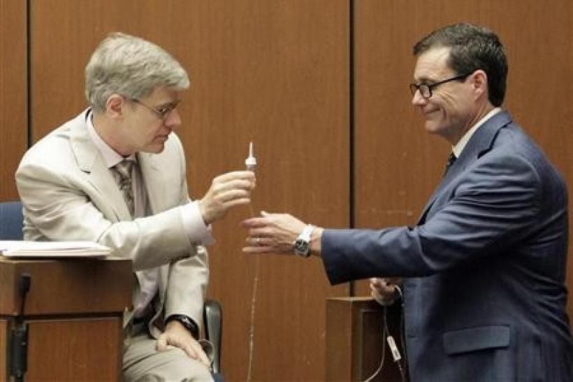 Ed Chernoff (R) a defense attorney for Dr. Conrad Murray, cross examines anesthesiology expert Dr. Steven Shafer, during Murray's involuntary manslaughter trial in Los Angeles